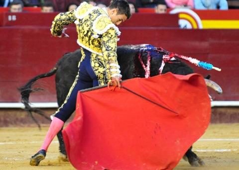 JODIDOS PERO CONTENTOS - Crónica - Mundotoro.com #Manzanares #Cronica #toros #toreros #Valencia #Fallas