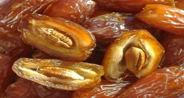 Les dattes sont abondantes enfibres qui sontessentielles pour une bonne digestion. Leurteneur élevée en sucre naturel est ce qui fait des dattes une excellente alternative ausucre ordinaire. En plus d'être facilement métabolisées, ellessont aussi rassasiantes et satisfont lafaim. Riches en nutriments, les dattes sont un excellent choix de fruits pour les enfants et les adultes. …