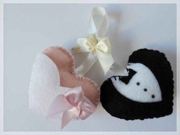 Felt bride and groom ornaments - such a cute idea!