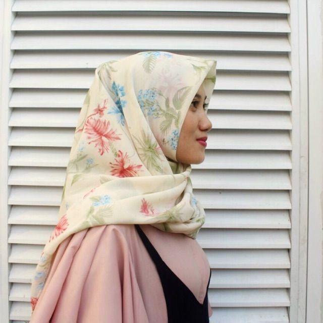 Saya menjual Hijab Segi Empat seharga Rp38.000. Dapatkan produk ini hanya di Shopee! https://shopee.co.id/veils/405049135 #ShopeeID