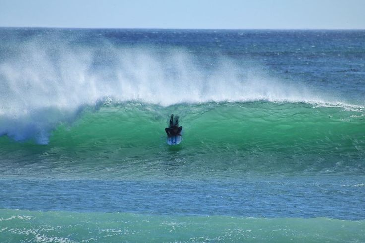 Can't fault the commitment @edhopson going big after only 5 days of surfing.. Unfortunately he ate it on this one