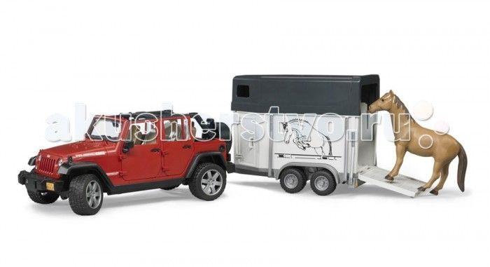 Bruder Внедорожник Jeep Wrangler Unlimited Rubicon c прицепом-коневозкой  Bruder Внедорожник Jeep Wrangler Unlimited Rubicon c прицепом-коневозкой – это модель известного и популярного в сельской местности внедорожника.   Особенности: Крышу внедорожника можно снять – получается летний вариант с задними дугами. Дверь водителя и пассажиров (4 боковых двери) и задняя двери открываются и снимаются. Заднее сиденье снимается и внедорожник превращается в удобный автомобиль для перевозки грузов…