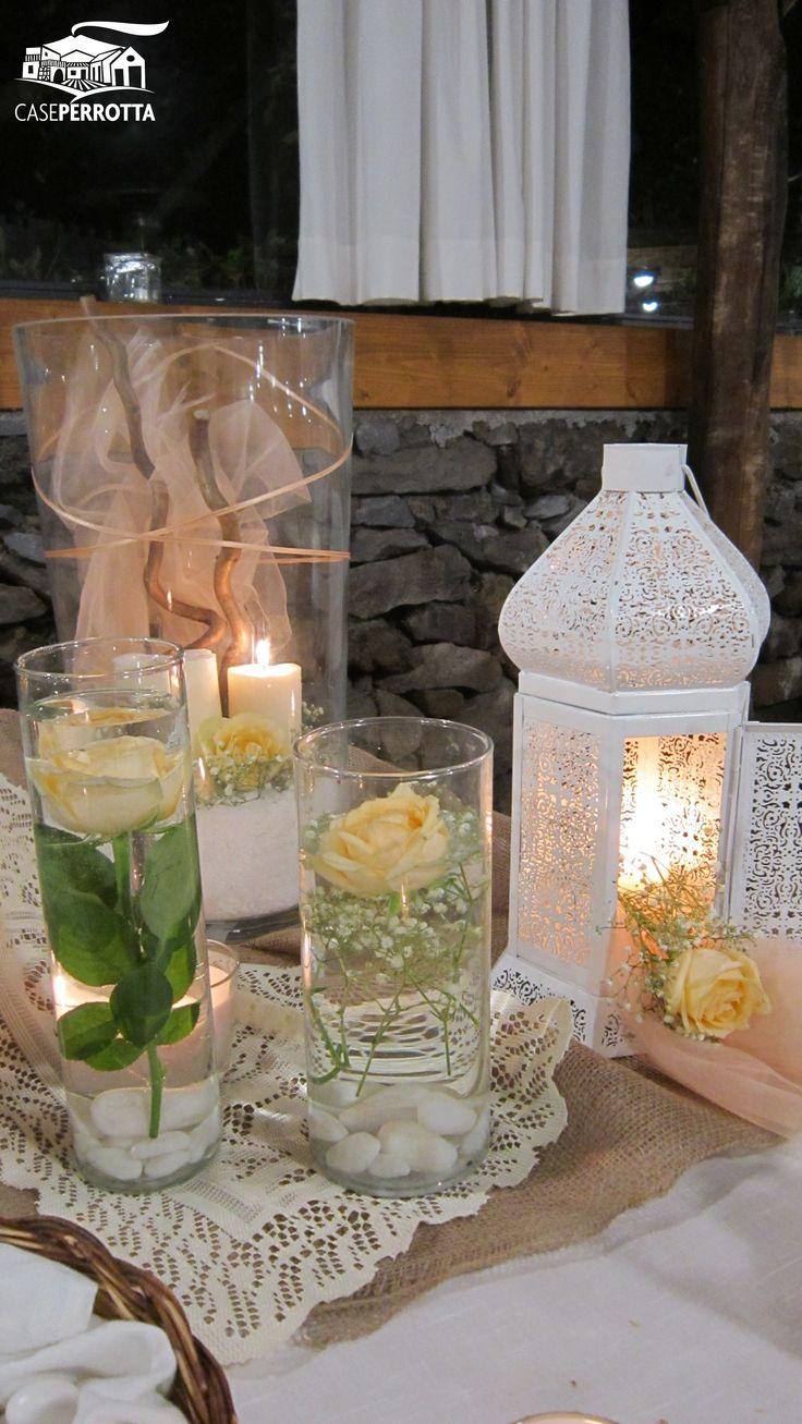 Elegante confettata con delicate rose sommerse e candele in perfetto stile shabby chic.