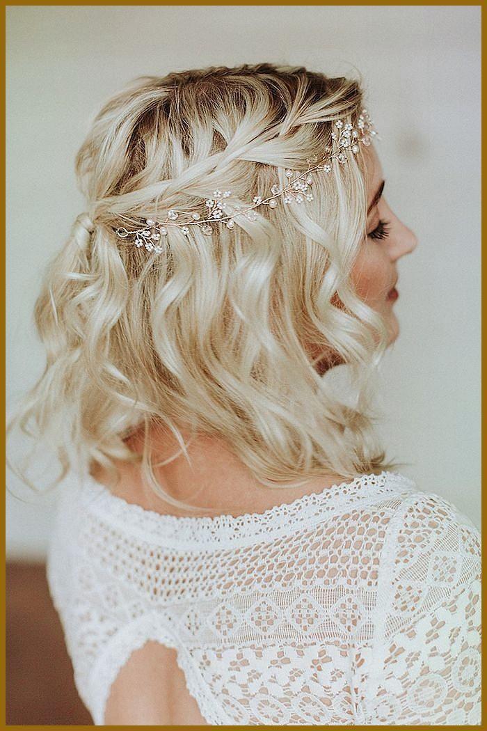 Charismatique Subtile Parel Hoofdband Kort Golvend Chevelure Blonds Witte Bords Jurk Bruiloft Coiffure Mariage Carre Jolie Coiffure Coiffure Mariage Tresse