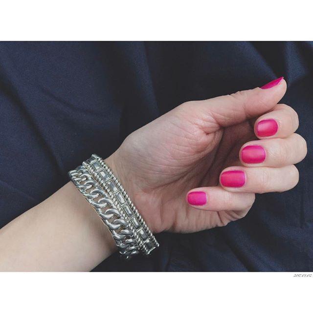 • • PINK • やっとネイルした💅 パープルピンクにマットトップ💜 この間UPしたFrank&Eileenのコットンライトポプリンシャツ入荷したよ〜 詳しくは @soup_womens のブログで☞ • #nailsdone#nails#pink#mat#nailstagram#nailsoftheday#fashion#ig_daily#ig_japan#mom#hand#ネイル#ポリッシュ#セルフネイル#ピンク#マット#ファッション#手#ブレスレット#ママ#母#手元