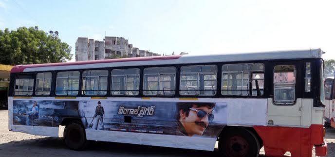 Ravi Teja's Bengal Tiger promotion through Bus