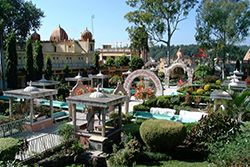 Parmarth Niketan is a true spiritual haven, lying on the holy banks of Mother Ganga in the lap of the lush Himalayas. It is the largest ashram in Rishikesh, providing its thousands of pilgrims who come from all corners of the Earth with a clean, pure and sacred atmosphere as well as abundant, beautiful gardens. With over 1,000 rooms, the facilities are a perfect blend of modern amenities and traditional, spiritual simplicity.