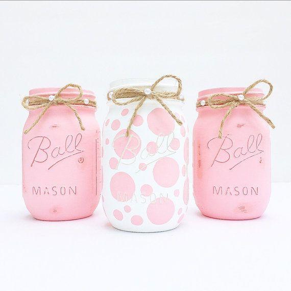 Satz von 3 handbemalt und Distressed Ball Mason Gläser, Baby shower, Baby Girl, Rosa, Kinderzimmer Dekoration, Polka Dots, Mittelstück