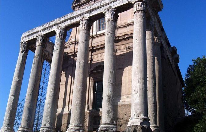 Private Tour Coliseum & Roman Forum small group tour, #Rome - LocalGuiding.com