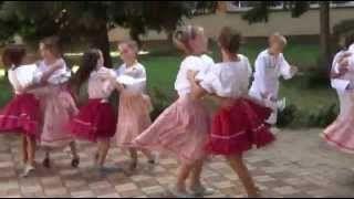 ZŠ Sačurov - Ľudový tanec - YouTube
