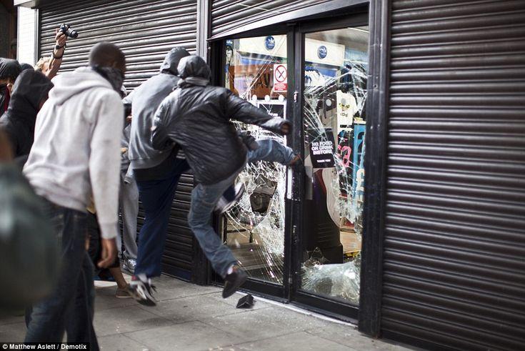Hackney Riots Mare St JJB Sports