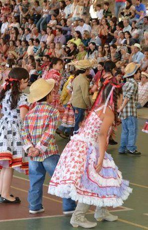 A festa de São João brasileira é típica da Região Nordeste. Em Caruaru, Pernambuco, Campina Grande, na Paraíba, a festa junina atrai milhares de pessoas. Nas escolas, as crianças participam com entusiasmo.