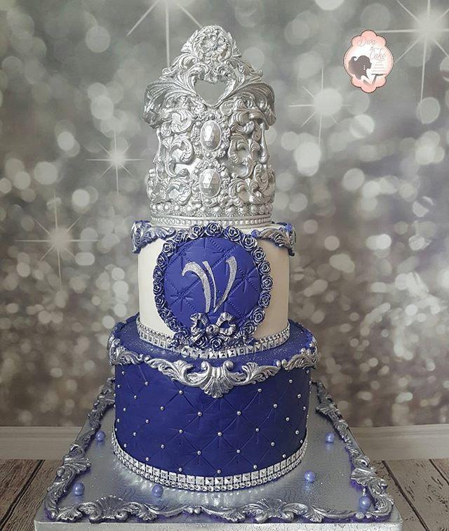 Gourgeous anniversary  cake for Victoria  big 18 for her😍😄😄💙💙💙💜💜💜💜 #purple #silver #crown #royalcake #chocolate #redvelvet #birthday #Cake #weddingstyle #wedding #weddingcake #montreal #Laval #montrealwedding #montrealweddingplanning #Diva #divaofcake #chic #girl #girly