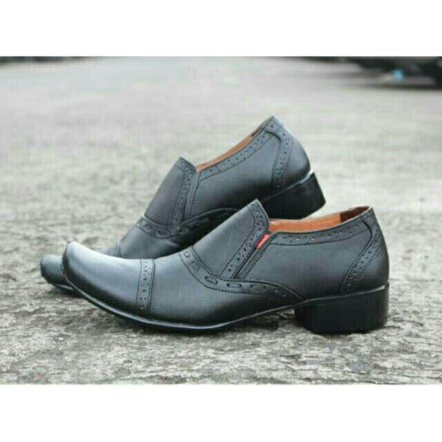 Saya menjual Sepatu pantopel pria kickers kerja kulit asli seharga Rp230.000. Dapatkan produk ini hanya di Shopee! https://shopee.co.id/fakotfootwear/211175687/ #ShopeeID