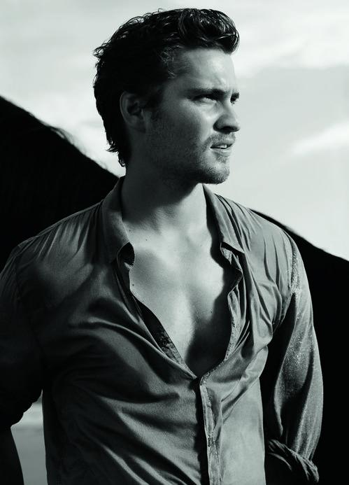 L'acteur Luke Grimes pour la campagne Chanel Allure Homme Sport Cologne