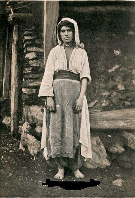 Bitlisli bir kürt kadını 1900 pic.twitter.com/zdC4tiOUCr
