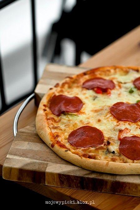 Ciasto do pizzy z semoliną (przepis IV)