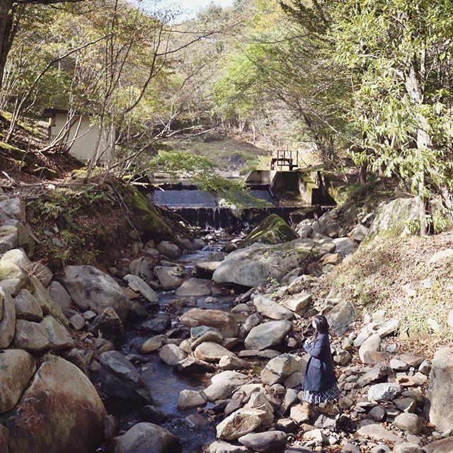 【uptoyou_akko】さんのInstagramをピンしています。 《リラクシアの森を流れる川。友人が「宇多田ヒカルのCMみたい〜!」と言い出し、自ら川に下りてくれました😊CMより大分優しい川だけど笑 #canon6d #ef1635mmf4isusm  #リラクシアの森 #兵庫 #神河町  #峰山高原 #ホテルリラクシア #森 #ノルウェイの森 #ロケ地 #大自然 #ポートレート #portrait #ロケーションフォト #写真好きな人と繋がりたい》