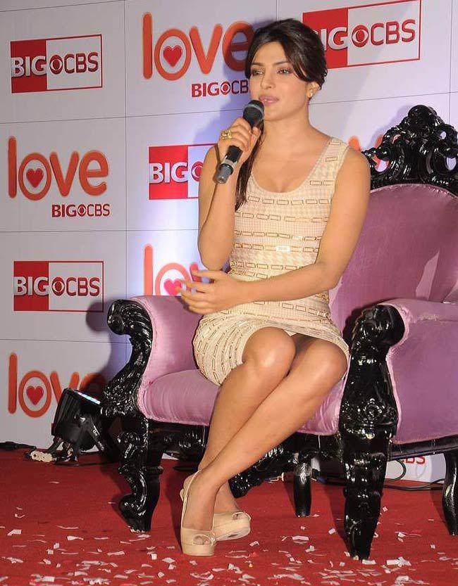 Wardrobe malfunction with Priyanka Chopra (former Ms. WORLD) | Persona | Pinterest | Priyanka ...
