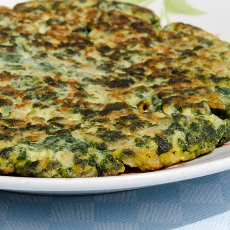 Spanish Omelette with spinach, garlic, and green chiles #fastmetabolismdiet