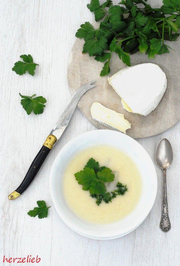 Zutaten für die Kohlrabisuppe. Rezept mit Camembert und Petersilie