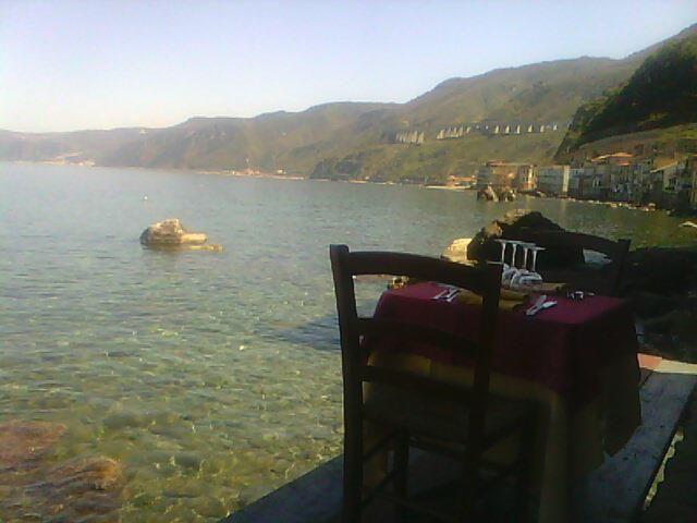 spectacular lunch right over the sea Ristorante Il Pirata, UBais Chianalea di Scilla, (RC) ITALY www.ubais.it