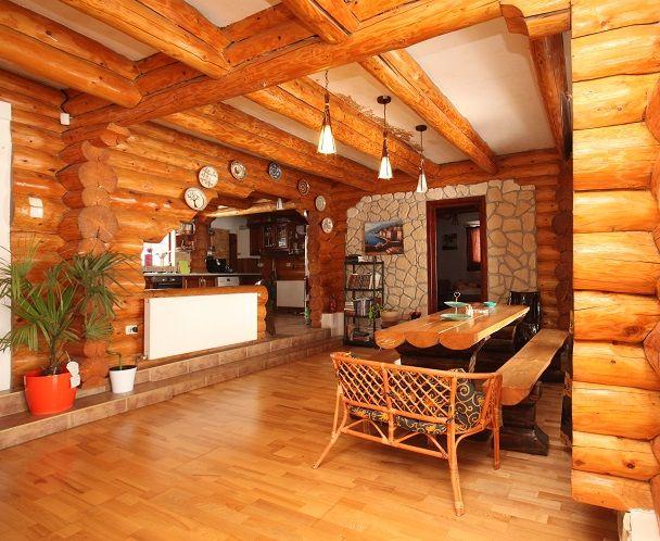 În stil rustic românesc: casă de vacanță realizată din bușteni | CasaMea.ro