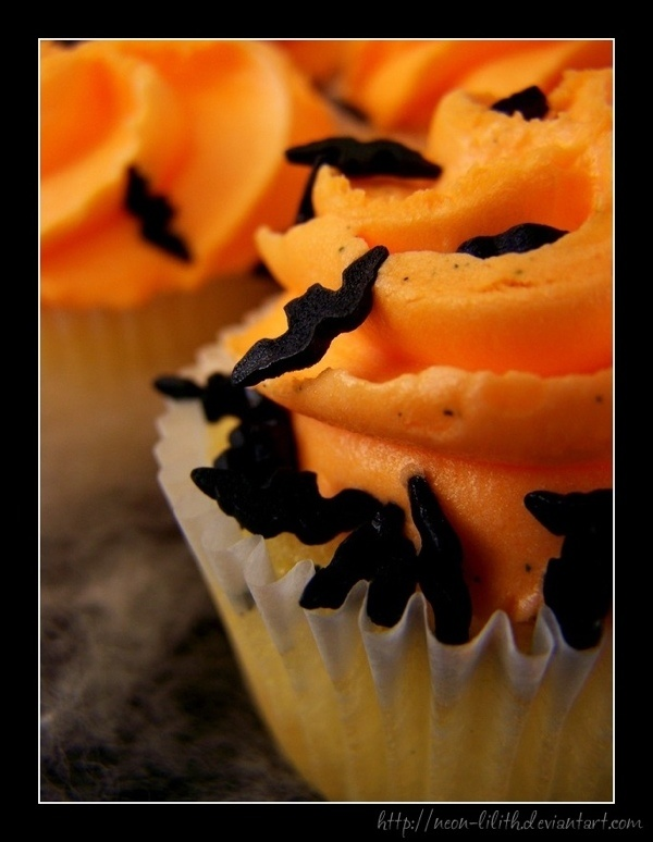 A yummy cupcake Halloween Parties, Vanilla Cupcakes, Cupcakes Bats, Food, Yummy Cupcakes, Halloween Cupcakes, Orange Frostings, Cupcakes Rosa-Choqu, Bats Sprinkles