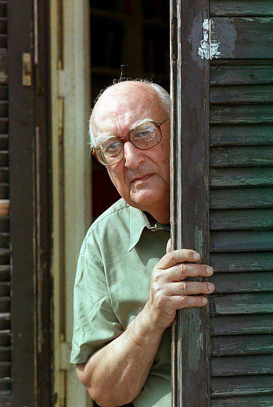 Buon compleanno Andrea Camilleri, a Roma festa grande per i 90 anni dello scrittore