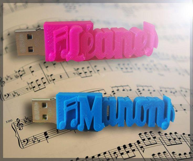 🎁 une Clé USB personnalisée Avec VOTRE TEXTE ! 🎁 👉  Nous pouvons rajouter des symboles.  http://www.cle-usb-fun.fr