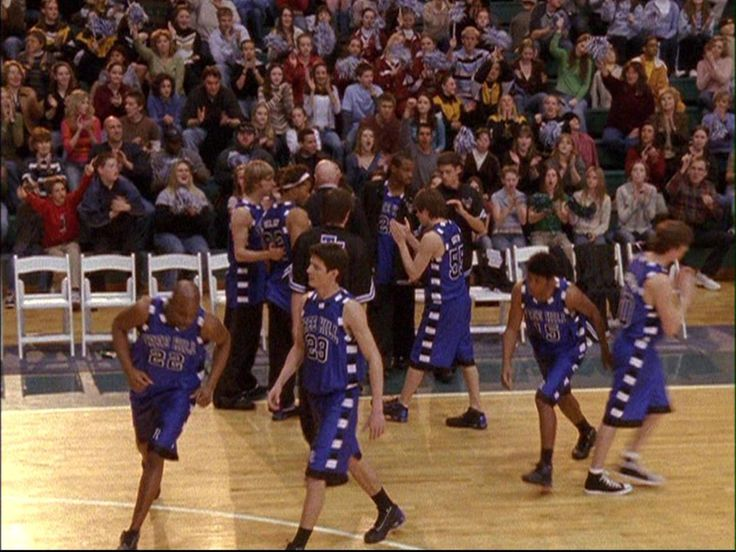 The Tree Hill Ravens take the court for an away game! #OneTreeHill