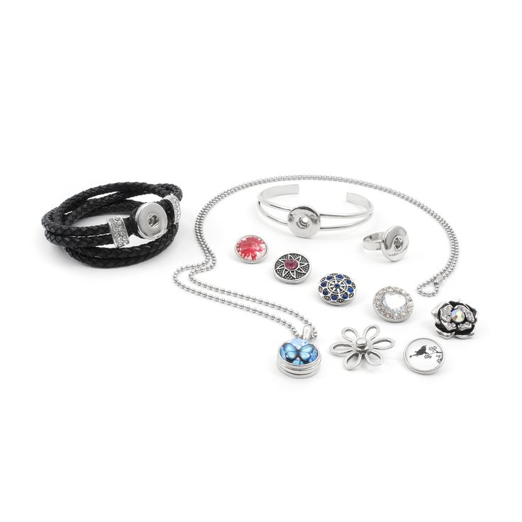 SNAP! jewels are simply A-MA-ZING! It's easy, have some basic accessories, an assortment of snap fasteners selected with care and voilà! You're left with all the fun! Add to that interchangeable pieces for a different look that matches any of your outfits! Change your style in a SNAP! snapstyle.ca