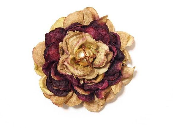 アジサイとロープパールのバレッタアジサイをお花に見立てて♪サイドにつけると全然雰囲気が変わります。色んなアレンジを楽しんでいただけます!造花、ロープパール(h...|ハンドメイド、手作り、手仕事品の通販・販売・購入ならCreema。