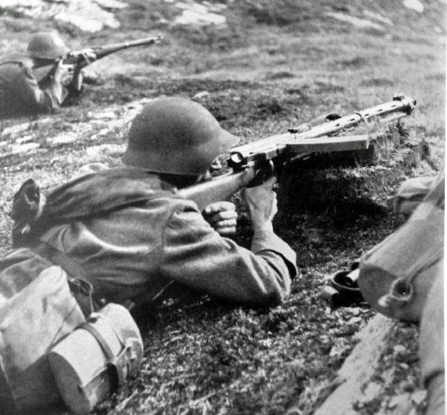 Swiss soldiers with Furrer M25 Machine gun