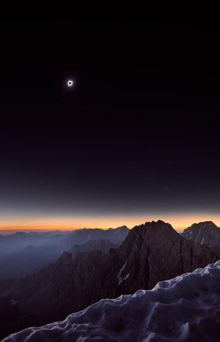This is what the highest point in the path of totality looked like to the naked eye. Borah Peak, Idaho 12,500 feet : space