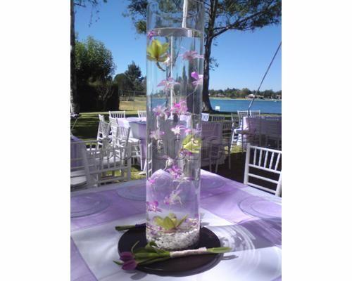 Centro con orquídeas flotantes Centros de mesa para boda