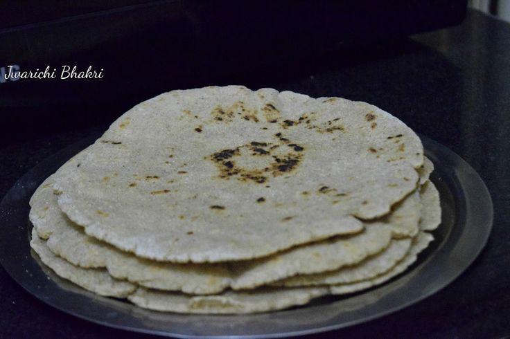 Poorni's Easy Cookbook: Jwarichi Bhakri/ Jolada rotti/ Jowar ki roti ~~Mah...