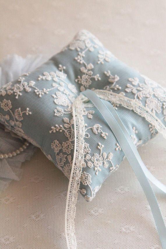 coussin alliances mariage dentelle bleu