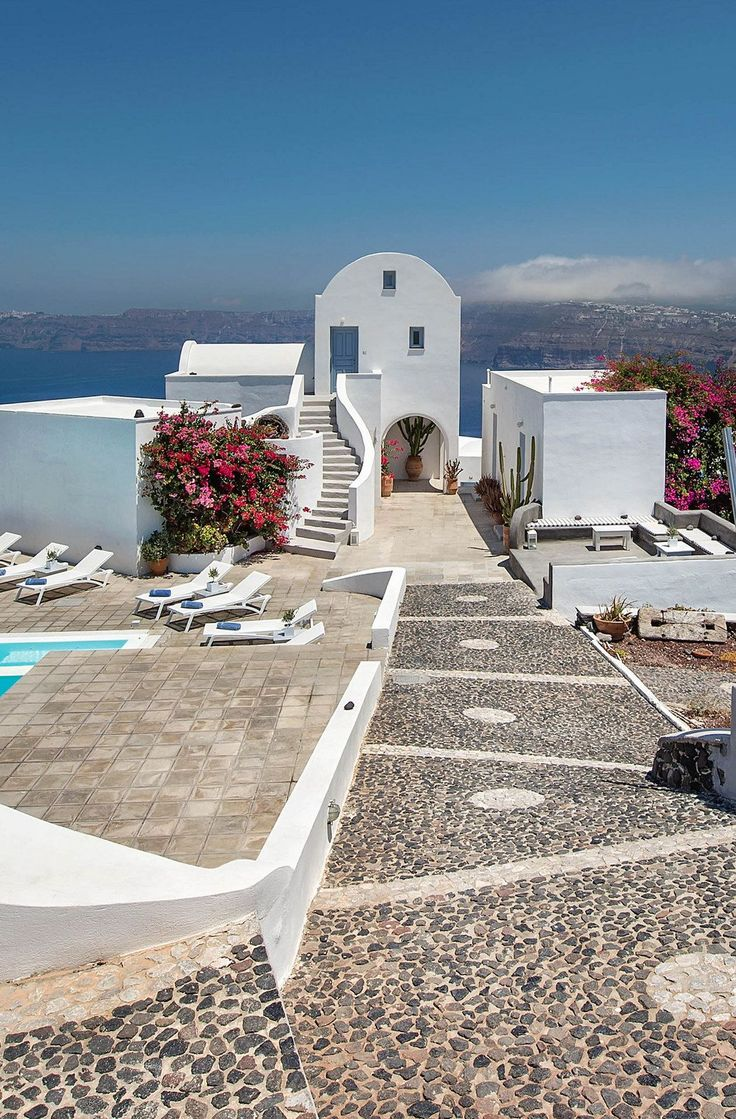 On the southernmost border of the Aegean archipelago, #Santorini is considered to be one of the most stunning islands in the world. #Greece #Island #GreekIslands