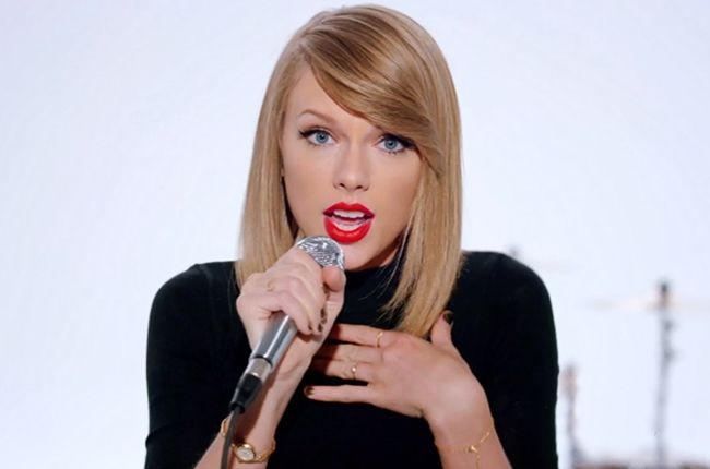 "Just Shake It Off! Taylor Swift talks about her new music video: ""It shows you to keep doing you, keep being you, keep trying to figure out where you fit in in the world, and eventually you will."" #iamthatgirl #IATGNOC   8      1"
