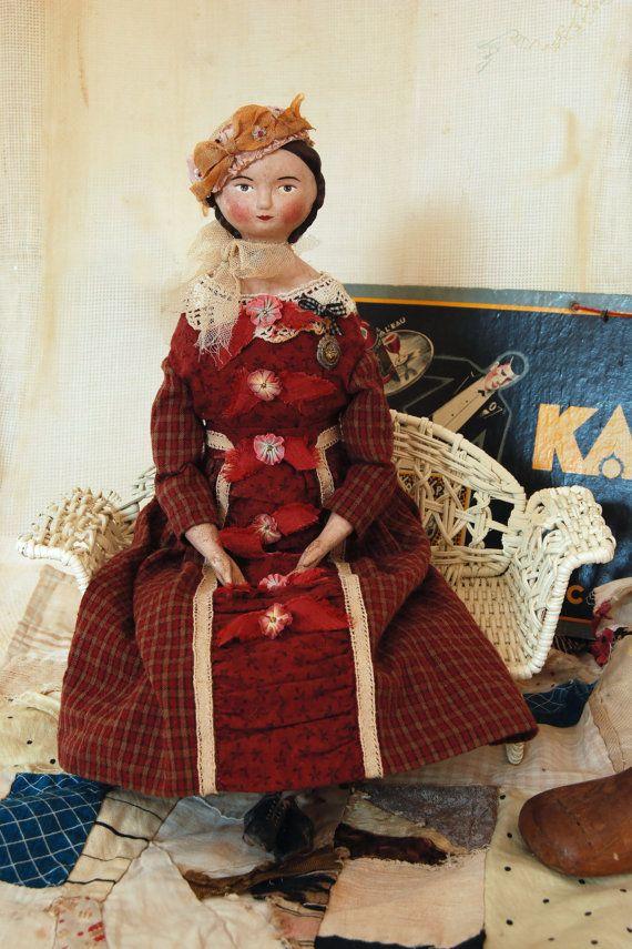 Paní Susette Appelwhite, ruční panenka, papírová hmota a tkanina lidové umění panenka (SOLD)