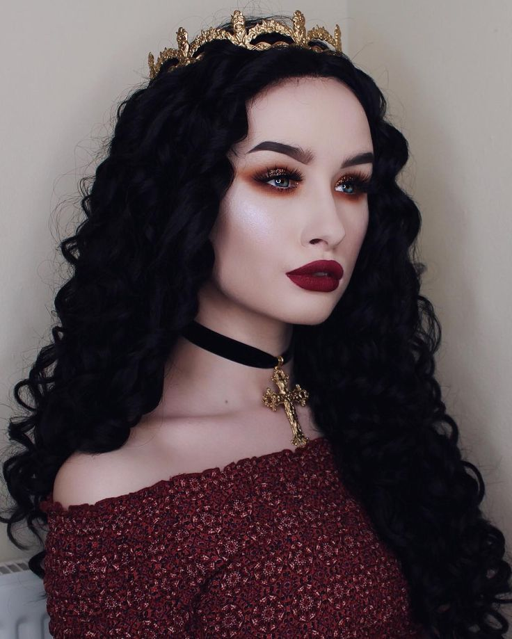 Inspired by Dracula's brides , the ever enchanting @rachelgeorgina steals hearts in our 'Luminara' lashes and a gold crown, befitting of her majesty!  #blackmagiclashes