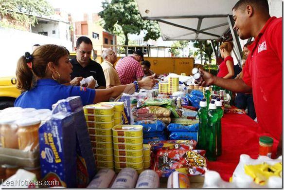 Canasta Básica Familiar venezolana cuesta más de 20 mil bolívares (si encuentras los productos) - http://www.leanoticias.com/2014/07/21/canasta-basica-familiar-venezolana-cuesta-mas-de-20-mil-bolivares-si-encuentras-los-productos/