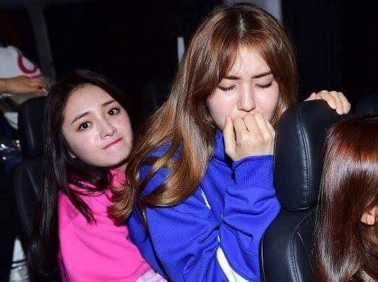 NO!!! Somi's SCARED! #I.O.I #ZhouJieqiong #JeonSomi #hauntedhouse