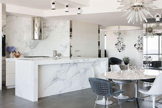 Wohnideen für die weiße Küche luxus weiß marmor stahl