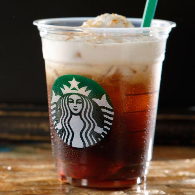 スターバックス コーヒー ジャパンのコールドブリュー クリームフロート ヘーゼルナッツについてご紹介します。