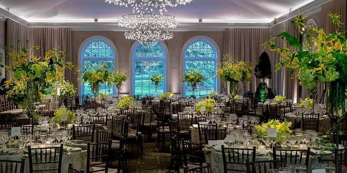 The New York Botanical Garden Weddings Prices For Wedding Venues Outdoor Wedding Venues Garden Venue Botanical Gardens Wedding