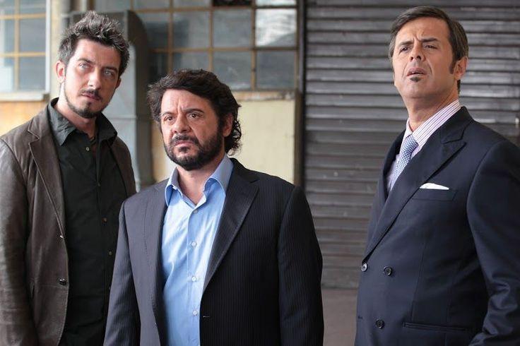 Rilasciate cinque nuove featurette di Natale col Boss, la nuova commedia natalizia con Lillo & Greg, in arrivo nelle sale italiane il 16 dicembre, distribuita da Fimauro.