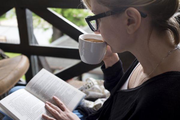 今回おすすめ&ご紹介させていただくのは「絶対に読んでおきたい定番の名作海外ファンタジー小説」です。 世界的にも非常に高い人気を誇り、ファンタジー小説を読みたいなら「とりあえず読んでおいて間違いない!」と言える傑...