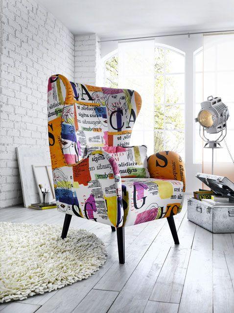dcoration dun salon style loft sol et mur blanc fauteuil oreilles imprim - Fauteuil Colore